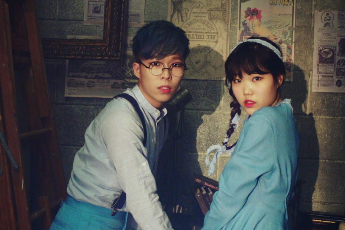 AKMU extends its contract with YG Entertainment